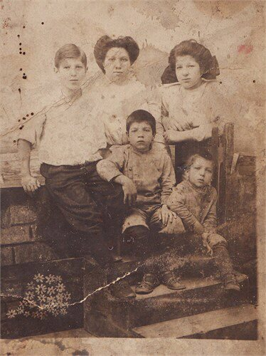 Serby jesse children of louis serby and ida sobey circa 1907 syracuse back row abraham rose and freda front row victor and jesse altavistaventures Gallery